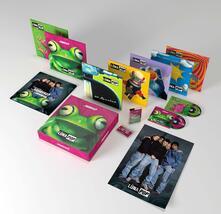"Squerèz? (Super Deluxe Anniversary Edition: 2 CD + 5 Ep 10"" + 5 CDs + 4 LP + MC + Book + Poster) - Vinile LP + CD Audio + Musicassetta di Luna Pop"