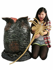 Alien. Life Size Egg And Face Hugger With Led Lights