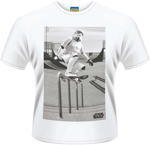 Idee regalo T-Shirt uomo Star Wars. Storm Trooper Skater Plastic Head