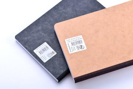 Quaderno Age Bag brossurato medium a righe. Nero - 2