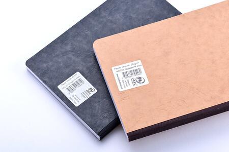 Quaderno Age Bag brossurato medium a righe. Nero - 4