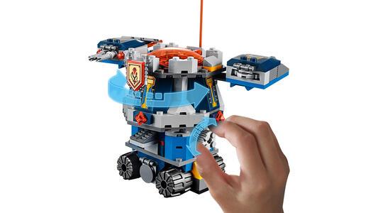 LEGO Nexo Knights (70322). Il Porta-torre di Axl - 14