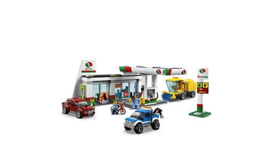LEGO City Town (60132). Stazione di servizio - 7