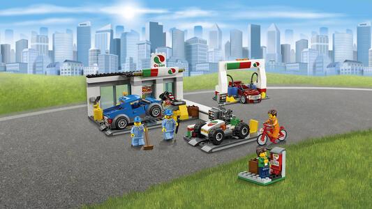 LEGO City Town (60132). Stazione di servizio - 10