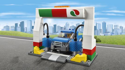 LEGO City Town (60132). Stazione di servizio - 14