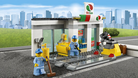 LEGO City Town (60132). Stazione di servizio - 15