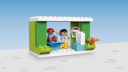 LEGO Duplo Town (10836). Grande Piazza in città - 14