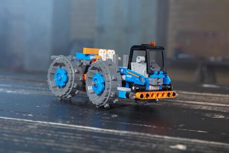 LEGO Technic (42071). Ruspa compattatrice - 2