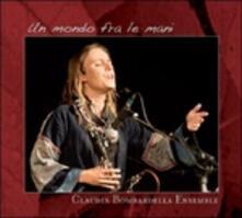 Un mondo fra le mani - CD Audio di Claudia Bombardella