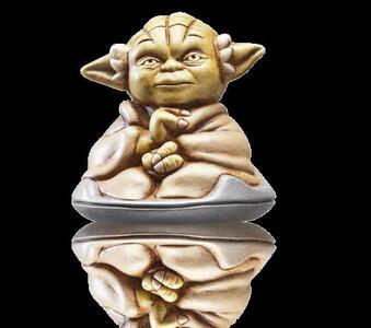 Star Wars. Figurina in ceramica Yoda seduto