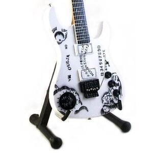 Chitarra in miniatura Metallica. Kirk Hammett. Ibanez Ouija Withe