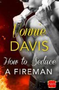 Foto Cover di How to Seduce a Fireman (Wild Heat, Book 2), Ebook inglese di Vonnie Davis, edito da HarperCollins Publishers
