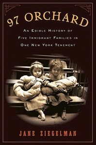 Libro in inglese 97 Orchard: An Edible History of Five Immigrant Families in One New York Tenement  - Jane Ziegelman