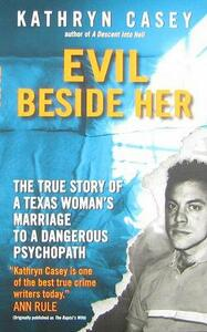 Evil Beside Her: The True Story of a Texas Woman's Marriage to a Dangerous Psychopath - Kathryn Casey - cover