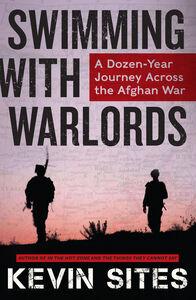 Foto Cover di Swimming with Warlords, Ebook inglese di Kevin Sites, edito da HarperCollins