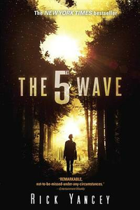 Libro in inglese The 5th Wave: The First Book of the 5th Wave Series  - Rick Yancey
