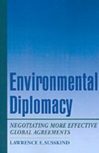 Foto Cover di Environmental Diplomacy: Negotiating More Effective Global Agreements, Ebook inglese di Lawrence E. Susskind, edito da Oxford University Press