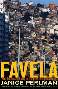 Ebook in inglese Favela: Four Decades of Living on the Edge in Rio de Janeiro Perlman, Janice