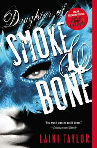 Libro in inglese Daughter of Smoke & Bone  - Laini Taylor