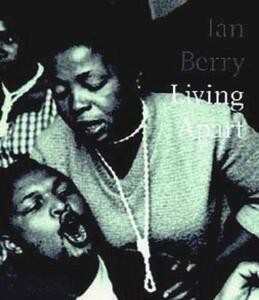 Living apart - Ian Berry - copertina