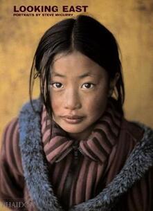 Looking east - Steve McCurry - copertina