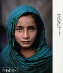 In the shadow of mountains - Steve McCurry - copertina