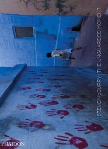 Unguarded moment - Steve McCurry - copertina