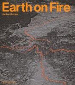 Libro Earth on fire. How volcanoes shape our planet Bernhard Edmaier , Angelika Jung-Hüttl
