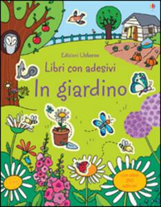 In giardino. Con adesivi - Caroline Young,Benedette Giaufret,Erica Rusinà - copertina