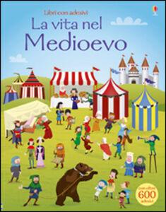 Libro La vita nel Medioevo. Con adesivi Fiona Watt , Paul Nicholls 0