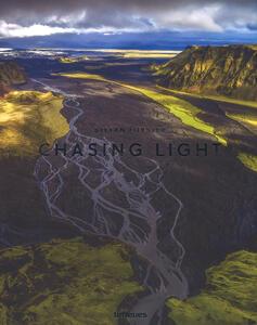 Chasing light. Ediz. a colori - Stefan Forster - copertina