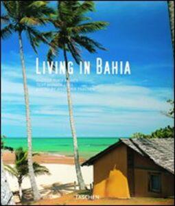 Libro Living in Bahia. Ediz. italiana, spagnola e portoghese Monica Lima
