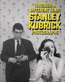 Stanley Kubrick Photographs. Through a Different Lens - Luc Sante,Sean Corcoran,Donald Albrecht - cover
