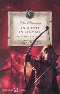 Foto Cover di Un ponte in fiamme. L'apprendista del ranger, Libro di John Flanagan, edito da Mondadori