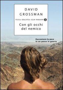 Libro Con gli occhi del nemico David Grossman