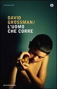 Libro L' uomo che corre David Grossman