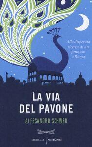 Foto Cover di La via del pavone. Alla disperata ricerca di un pennuto a Roma, Libro di Alessandro Schwed, edito da Mondadori