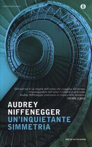 Libro Un' inquietante simmetria Audrey Niffenegger
