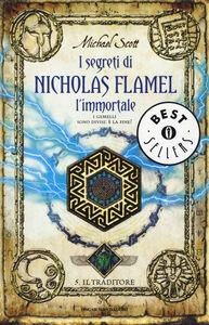 Foto Cover di Il traditore. I segreti di Nicholas Flamel, l'immortale. Vol. 5, Libro di Michael Scott, edito da Mondadori