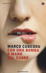 Foto Cover di Con una bomba a mano sul cuore, Libro di Marco Cubeddu, edito da Mondadori
