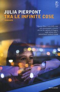 Foto Cover di Tra le infinite cose, Libro di Julia Pierpont, edito da Mondadori