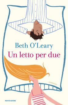 Un letto per due - Beth O'Leary - copertina