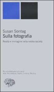 Libro Sulla fotografia. Realtà e immagine nella nostra società Susan Sontag