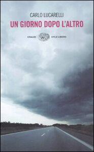 Foto Cover di Un giorno dopo l'altro, Libro di Carlo Lucarelli, edito da Einaudi