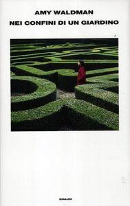 Foto Cover di Nei confini di un giardino, Libro di Amy Waldman, edito da Einaudi