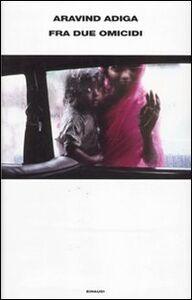 Libro Fra due omicidi Aravind Adiga