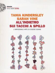 Libro All'indietro sui tacchi a spillo. L'impossibile arte di essere donne Sarah Vine , Tania Kindersley