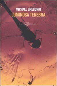 Foto Cover di Luminosa tenebra, Libro di Michael Gregorio, edito da Einaudi