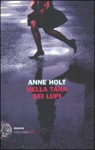 Nella tana dei lupi - Anne Holt - copertina