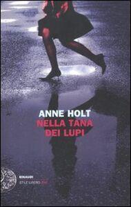 Libro Nella tana dei lupi Anne Holt